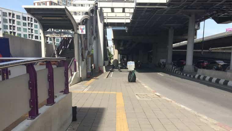 BTSタラートプルー駅